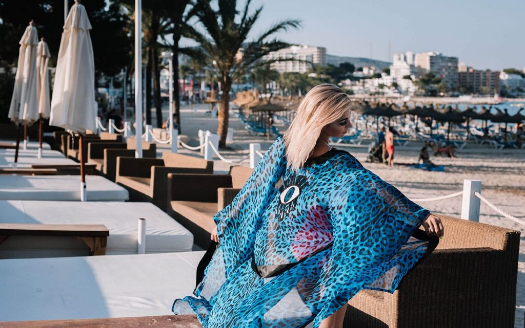 Why are Beach Cover Ups An Essential Item for the Beach?